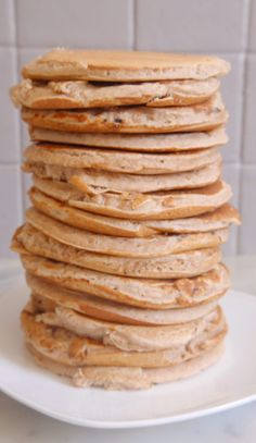 Gluten-free chestnut flour pancakes, ideal for breakfast! Gluten-free chestnut flour pancakes, ideal for breakfast! Pancakes Sans Gluten, Pancakes Vegan, No Flour Pancakes, Breakfast Pancakes, Easy Clean Eating Recipes, Healthy Low Carb Recipes, Vegan Breakfast Recipes, Healthy Desserts, Dessert Recipes