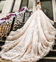 Tendencias de boda 2017: Vestidos de novia con flores 3D [FOTOS] - Vestido princesa con flores 3D
