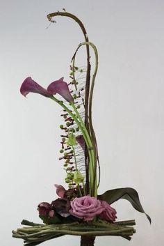 Recent Workshops - Sogetsu School of Ikebana, Victorian Branch Contemporary Flower Arrangements, Creative Flower Arrangements, White Flower Arrangements, Ikebana Flower Arrangement, Ikebana Arrangements, Flower Centerpieces, Flower Vases, Flower Decorations, Tropical Floral Arrangements