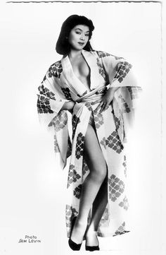 https://flic.kr/p/SXMfJp | Yoko Tani | French postcard by Editions du Globe (E.D.U.G.), Paris, no. 469. Photo: Sam Lévin.  Graceful, porcelain pretty Yoko Tani (1928–1999) was a French-born Japanese actress and also a sensual nightclub entertainer. She appeared mainly in French films, but also had starring roles in Japanese, British, American, Canadian and even East-German productions.  For more postcards, a bio and clips check out our blog European Film Star Postcards Already over 4…
