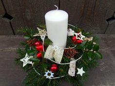 Vánoční svícen bílo-červený / Zboží prodejce hanacha | Fler.cz Christmas Wreaths, Christmas Tree, Pillar Candles, Advent, Holiday Decor, Fitness, Home Decor, Christmas Decor, Christmas Garlands