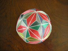 作品紹介-都てまり - miyakotemari0000 ページ! Soccer Ball, Tatting, Weaving, Japan, Balls, Futbol, Bobbin Lace, European Soccer, Needle Tatting