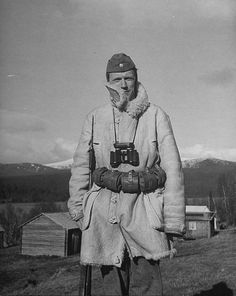 A Swedish soldier posing for a picture. WWII - pin by Paolo Marzioli Swedish Armed Forces, Swedish Army, Ww2 Uniforms, Vintage Coffee, Past Life, World War Two, Finland, Wwii, Old Things
