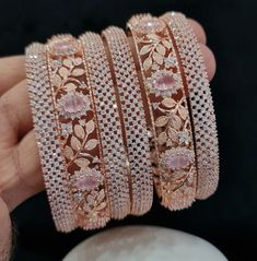 Jewelry Design Earrings, Gold Earrings Designs, Necklace Designs, Indian Jewelry Sets, Indian Wedding Jewelry, Bridal Bangles, Bridal Jewelry, Gold Bangles, Stylish Jewelry