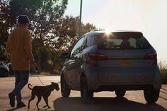 Mit dem Mopedauto von Aixam kannst du im Sommer gemütlich an den See fahren und eine Runde spazieren gehen. #fahrenab15 #aixam #mopedauto Van, Vehicles, Autos, Photo Mural, Youth, Circuit, Summer Recipes, Vans, Vehicle