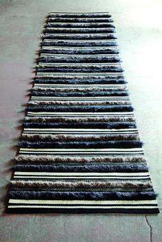 Rug designed by the Swedish Fashion house 'House of Dagmar' for Dahl Agenturer. Homemade Rugs, Loom Crochet, Rya Rug, Weaving Art, Bath Rugs, Woven Rug, Rug Making, Floor Rugs, Soft Furnishings