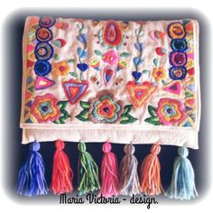 Bordado Mexican Embroidery, Embroidery Art, Cross Stitch Embroidery, Embroidery Designs, Embroidered Bag, Handmade Handbags, Knitted Throws, Needlework, Diy And Crafts