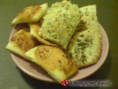 Crackers αραβικής πίτας #sintagespareas Breakfast Snacks, Daily Bread, Food Hacks, Crackers, Vegan Recipes, Eggs, Party Time, Drinks, Drinking
