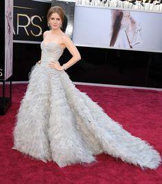 Pin for Later: Ein Tribut an Oscar de la Renta und seine schönsten Kleider auf dem roten Teppich Amy Adams Amy arbeitete gemeinsam mit Oscar an diesem Kleid, welches sie zu den Oscars im Jahr 2013 trug.