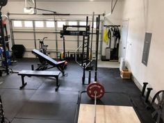 Garage Gym Thanks to our readers, we receive a lot of emails showcasing the gyms they've built based on our recommendations. Here are 10 absolutely ridiculous home gym setups that we're all envious of. Crossfit Garage Gym, Home Gym Garage, Diy Home Gym, Home Gym Decor, Gym Room At Home, Basement Gym, Garage Plans, Halle, Garage Gym Flooring