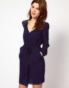 Diane von Fürstenberg'in kulakları çınlasın. Iconic wrap dresses and women liberation!! Warehouse Jewel Shoulder Wrap Dress