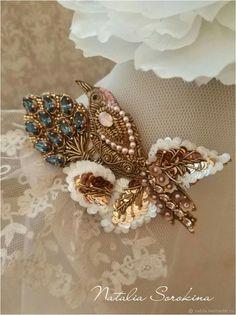 Брошь Золотая птичка на синем цветке. Отложена – купить в интернет-магазине на Ярмарке Мастеров с доставкой