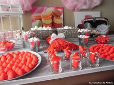 Buffet de chuches en tono rojos