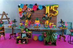 Festa de 15 anos simples: 100 decorações encantadoras e acessíveis Pool Party Decorations, Birthday Decorations, 16th Birthday, Baby Birthday, Quinceanera Favors, Quince Themes, Summer Pool Party, Tropical Party, I Party
