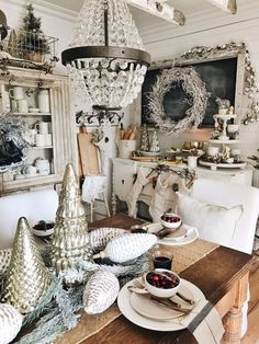 I'm so excited to share our rustic Christmas dining room with you today! I've said it on my Instagram stories before, but I'm actually going to do a few looks in our spaces this year for christmas since we started so early on the Christmas decor. I want t