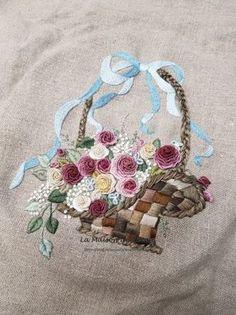 완성! 장미꽃바구니를 수 놓은 프랑스자수 버킷백 : 네이버 블로그 Embroidery Flowers Pattern, Embroidery Works, Hardanger Embroidery, Silk Ribbon Embroidery, Hand Embroidery Patterns, Embroidery Applique, Embroidery Stitches, Brazilian Embroidery, Hand Embroidery Stitches