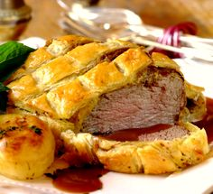 ' Beef Wellington is a classic dish that is actually easier to make than what it looks! Serve it with roast potatoes and gravy and your guests are sure to be impressed! Meat Recipes, Dinner Recipes, Cooking Recipes, Dinner Ideas, Holiday Recipes, Easy Beef Wellington, Posh Nosh, Romantic Meals, Beef Dishes