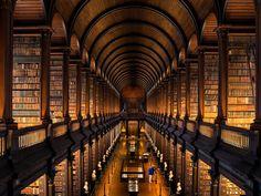 The Long Room, Trinity College © 2014 Rob Durston/Fáilte Ireland
