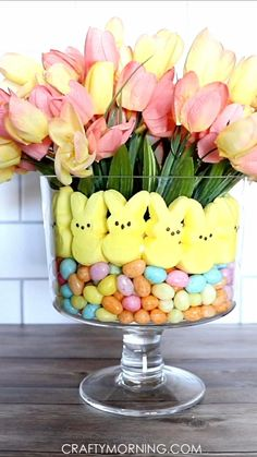 Easter Table Decorations, Easter Centerpiece, Diy Spring Decorations, Candy Centerpieces, Centerpiece Ideas, Valentine Decorations, Thanksgiving Decorations, Easter Dinner, Easter Party