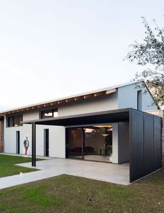 View the full picture gallery of CasaTO One Storey House, Grey Houses, Minimal Home, Japanese House, Modern Exterior, My Dream Home, Modern Architecture, Outdoor Living, House Design