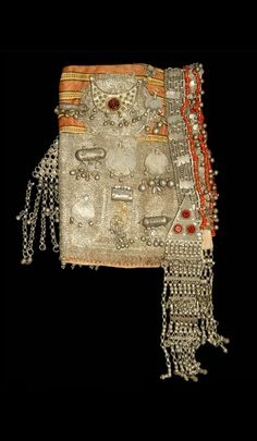 Yemen - Sana'a | Woman's wedding hood / headdress, including triangular temporal ornaments; silk, metal, metal yarn, silver, glass paste, cotton (or flax), coins | ca. early 20th century | © Musée du quai Branly