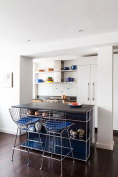These images of our favorite kitchen island ideas are sure to stir up design inspiration with fun, functional features around seating, storage, and more. Slate Countertop, Countertop Materials, Countertops, Open Plan Living, Small Living, Small Breakfast Bar, Living Room Chairs, Dining Room, Kitchen Dining