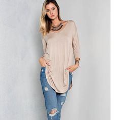 ❤️DEAL OF THE DAY❤️Super cute top! Loose fit, V-neck with 3/4 length dolman sleeves. Super soft! No manufacturer tag (shirt came this way). Tops