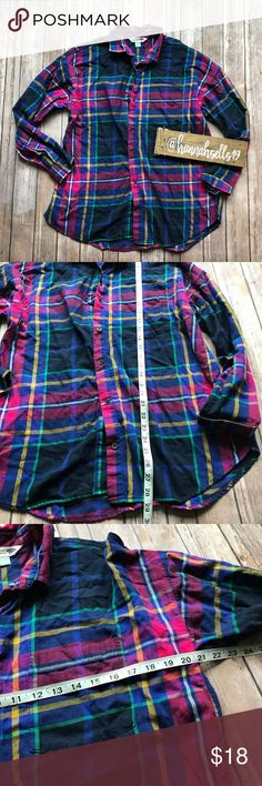 Old Navy The Boyfriend Shirt size Large Like new plaid button down Boyfriend Shirt from Old Navy. This is a must have cozy essential for your Fall and Winter closet! Pairs great with skinny jeans and boots. 💠From a clean and smoke free home!💠 Add to a bundle to get a private discount💠Free Gift with $25+ Purchase 💠 Discount ALWAYS Available on 2+ items💠 No trades, holds, modeling or transactions off of Poshmark.💠 Old Navy Tops