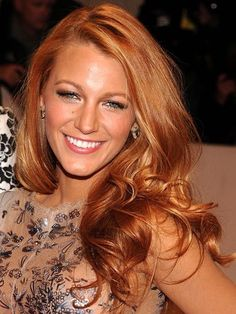 Strawberry Blonde Hair Color Ideas 2013 - If we look, blonde hair is a hair trend that will not be outdated. This hair color if applicable, not Strawberry Blonde Hair Color, Red Hair Color, Blonde Color, Red Color, My Hairstyle, Pretty Hairstyles, Red Hairstyles, Pelo Bob, Corte Y Color