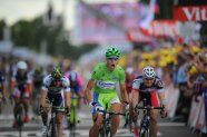 Stage 6 - Tour de France 2012 - Sagan wins after bad day of crashes.  Incredible Hulk over the line.