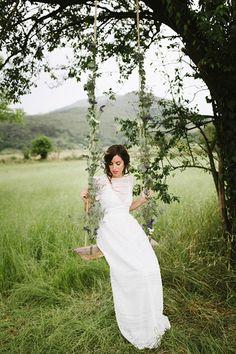 Hoy en el blog, la serenidad del norte en una preciosa sesión de inspiración... by Berezi Moments wedding planner Fotos de Patriciawithlove  http://www.unabodaoriginal.es/blog/de-la-cabeza-a-los-pies/vestidos-de-novia/northern-serenity