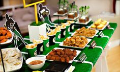 Celebrate the Super Bowl or a team party with these amazing Football party idea. Tips on easy football dishes, desserts and party decor. Rad game day decorations for your smashing team party. Football Birthday, Football Food, Football Parties, Superbowl Decor, 50th Birthday, Birthday Ideas, Football Wedding, Football Decor, Tailgating Ideas