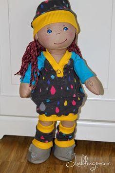 Ein kostenloses Schnittmuster für ein Puppenkleid mit Raglanärmeln.
