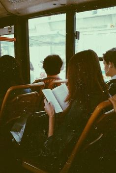 I& the one who brings books on every bus. - I& the one who brings books on every bus. / / p h o t o g r a p h … – photos; Book Aesthetic, Aesthetic Photo, Travel Aesthetic, Writing Inspiration, Character Inspiration, New Wall, Belle Photo, Book Worms, Book Lovers