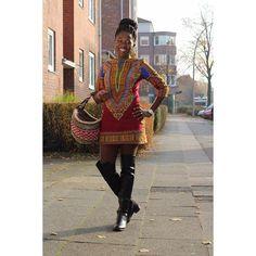 Throwback to a much brighter day. Missing the  so much. Dashiki Shift dress is available in my shop. #oriwodesign #hamburg #slowfashion #handmade #madeingermany #isewmyownclothes #sunnyday #overknees #ankarafashion #ankarafabric #africanfashion #africanblogger #africanwaxprint #kiondo #kiondobag #kenyanbrands #dashiki #dashikiprint #dashikidress #shiftdress #blogger_de #fashionblogger_de #ankarashiftdress #falloutfit #fallfashion #ankarastyles #locbun