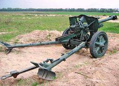 "10.5 cm leFH 18/40 (German: leichte Feldhaubitze ""light field howitzer"") was a German light howitzer used in World War II. Military Weapons, Military Army, Military History, Railway Gun, Fortification, Military Equipment, World War Ii, Soldiers, Wwii"