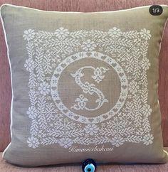 Cross Stitch Borders, Engagement Ring Cuts, Tapestry, Throw Pillows, Crochet, Instagram, Home Decor, Toss Pillows, Punto De Cruz