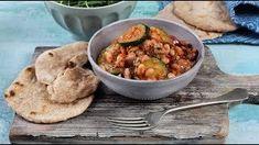 Pesztós-tonhalas babsaláta lepénykenyérrel Chana Masala, Chicken, Meat, Ethnic Recipes, Food, Eten, Meals, Cubs, Kai