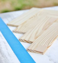 Looking to create a paint stick table top? This amazing herringbone design is easy to recreate and adds a fantastic change to old furniture. Paint Stir Sticks, Painted Sticks, Diy Table Top, A Table, Dining Table Redo, Pallette Furniture, Chevron Door, Painted Table Tops, Paint Stick Crafts
