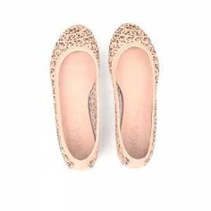 I stumbled upon Marta Ray while I was in Rome and fell in love with all her products. Beautiful colors and super soft leather. She just started her online shop. Show her some love! Nude laser cut ballet flats.