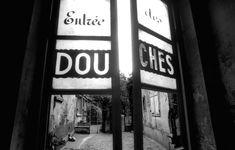 1972 - Belleville démoli - Paris Unplugged Paris 1900, Old Paris, Menilmontant Paris, Belle Epoque, Black And White, Hui, Room, Photography, Bedroom