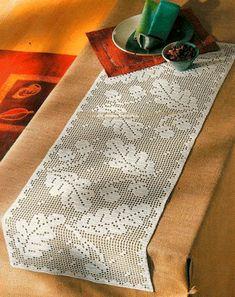 Risultati immagini per filet crochet table runner pattern Crochet Table Runner Pattern, Crochet Doily Patterns, Crochet Tablecloth, Crochet Designs, Crochet Doilies, Crochet Snowflakes, Crochet Leaves, Thread Crochet, Knit Crochet