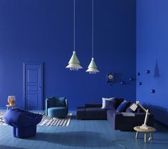 Splashes of the blue color in white interiors