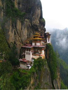 ✯ Famous Tigers Nest Monastery of Bhutan