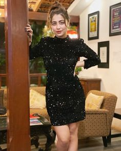 Aditi Bhatia's Blingy Outfit Can Blind! Cute Girl Photo, Girl Photo Poses, Girl Photography Poses, Dress Indian Style, Indian Outfits, Party Wear Dresses, Casual Dresses, Casual Wear, Formal Dresses