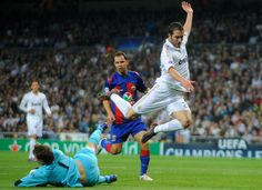 Hate Madrid,but love how G.Higuain play his style of futball ...