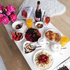 Super Birthday Breakfast In Bed Love 35 Ideas Champagne Breakfast, Romantic Breakfast, Breakfast And Brunch, Birthday Breakfast, Morning Breakfast, Breakfast Recipes, Breakfast Ideas, Anniversary Breakfast, Romantic Food