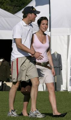 Duchess Catherine in pink sleeveless top, khaki skirt, and black flats with Prince William, 2005