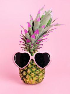 Pineapple Wallpaper, Pineapple Art, Flowery Wallpaper, Summer Wallpaper, Free Iphone Wallpaper, Iphone Background Wallpaper, Love Wallpaper, Bee Creative, Creative Photos
