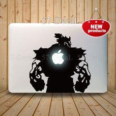 [MacBookAir デコシール] 電源ONで豪鬼の背中のリンゴが光るwwこれも挑戦的でいいよね